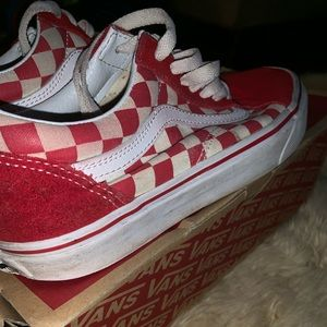 Red and white vans !😁